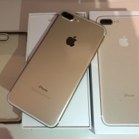 Продам iPhone 7plus 128 gb GOLD